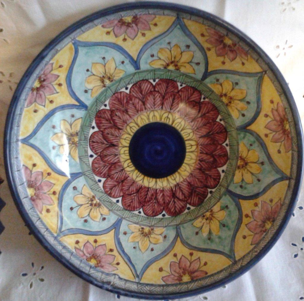 Ciotola/ Insalatiera / Spaghettiera in ceramica.Dipinta a mano.Decoro Geo/Floris. 31 cm