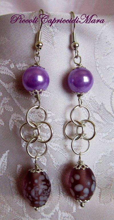 Orecchini in chainmail, perla lilla, perla ovale in vetro