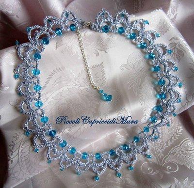 Collana al chiacchierino, cristalli azzurri, filato argento