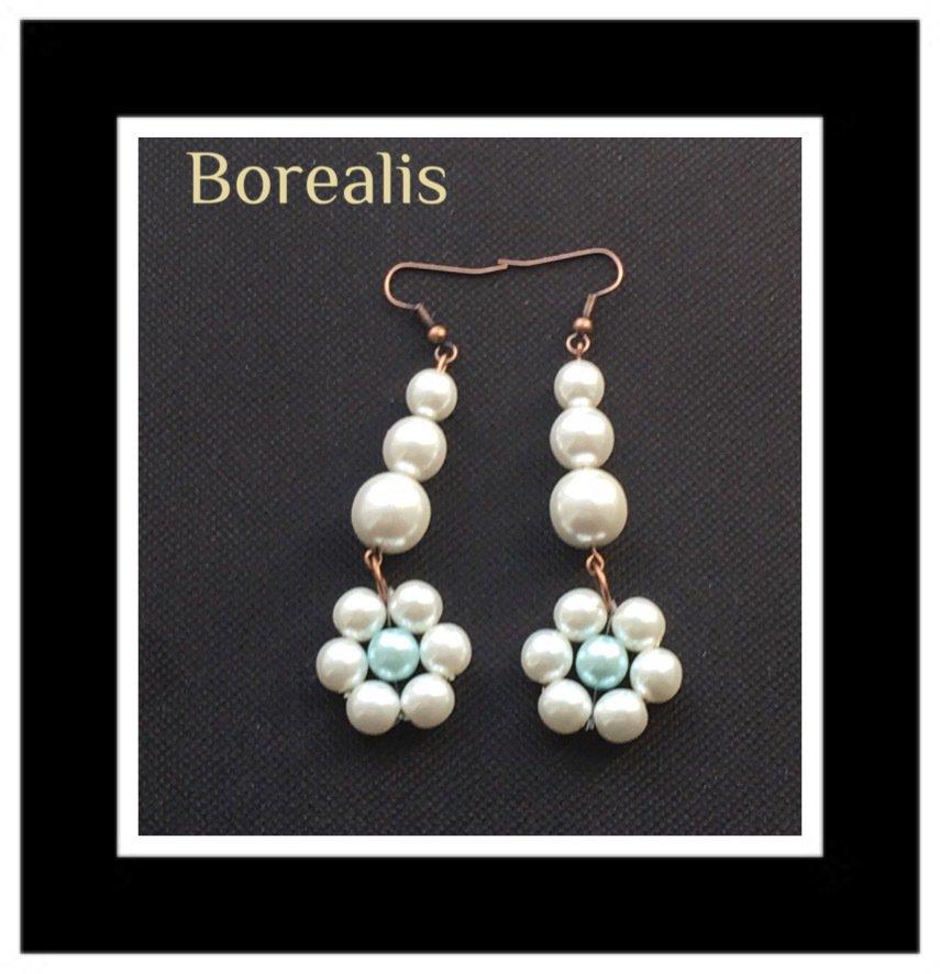 Orecchini pendenti a fiore in perle di Boemia