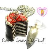 Collana con torta cioccolato e panna con fragole e Sac à poche - kawaii - handmade
