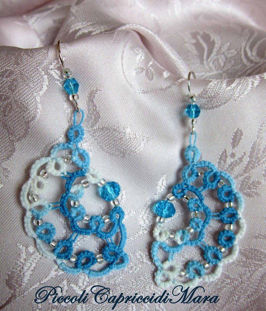 Orecchini azzurri al chiacchierino, cristallo azzurro, perline argentate