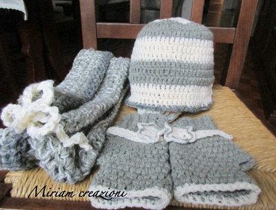 Cappellino, scaldacollo e guanti grigio/bianco
