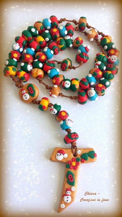 Idea regalo Natale Rosario in fimo fatto a mano con motivi natalizi