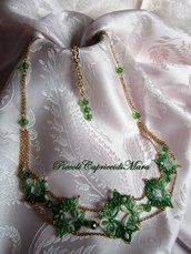Collana verde al chiacchierino, cristallo verde, perline dorate