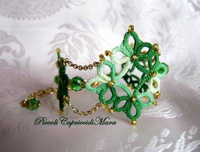 Bracciale verde al chiacchierino, cristallo verde, perline dorate