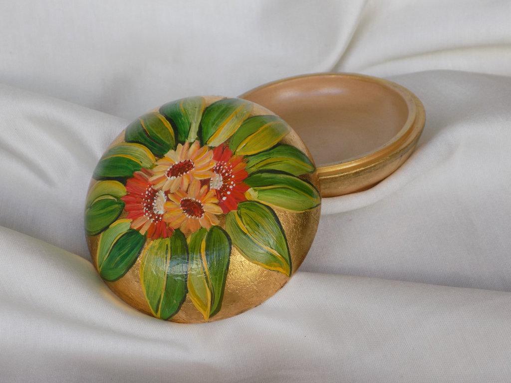 Cofanetto in ceramica dipinto a mano su foglia oro