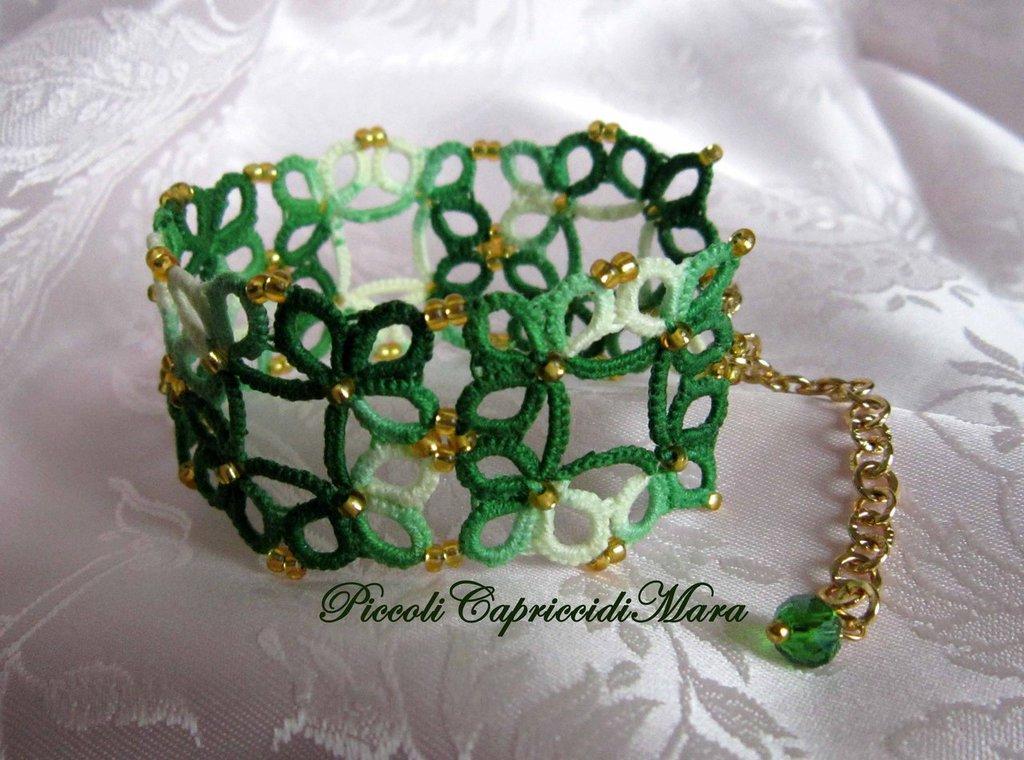 Bracciale verde al chiacchierino, perline dorate, cristallo verde