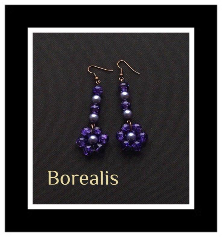 Orecchini pendenti a fiore in perle di Boemia e perle di vetro
