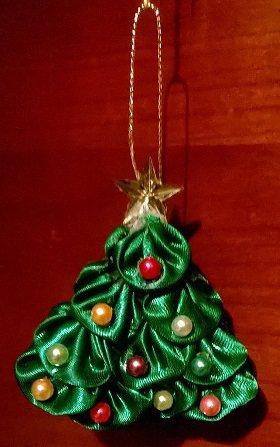 Piccolo albero di Natale Kanzashi da appendere fatto a mano