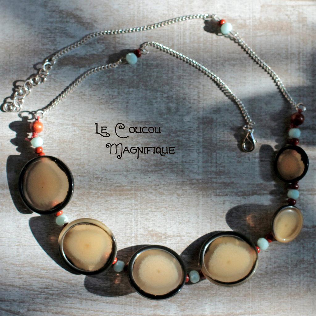 Collana con bottoni vintage nero e avorio e  con perle azzurre