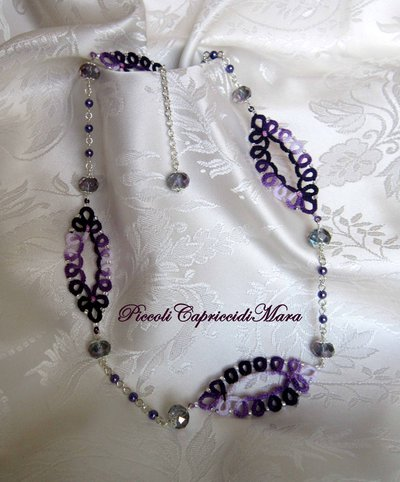 Collana (viola) al chiacchierino, cristalli e perline viola