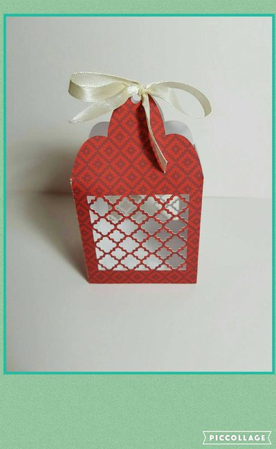 Quatrefoil favor box