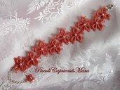 Bracciale (rosa corallo) al chiacchierino, perline bianche