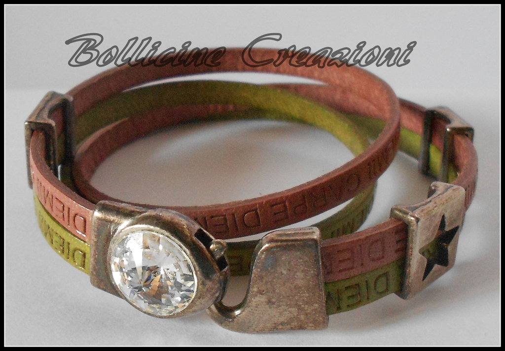Bracciale cuoio Carpe Diem verde e rosa con perle passanti chiusura a gancio con rivoli di Swarovski lunghezza 40 cm circa