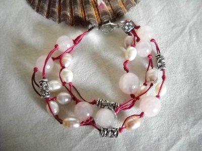 Bracciale in cotone cerato, argento antico, perle e quarzi.