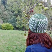 Patchwork hat, berretto unisex  stile jacquard fatto a mano in pura lana , verde-bianco