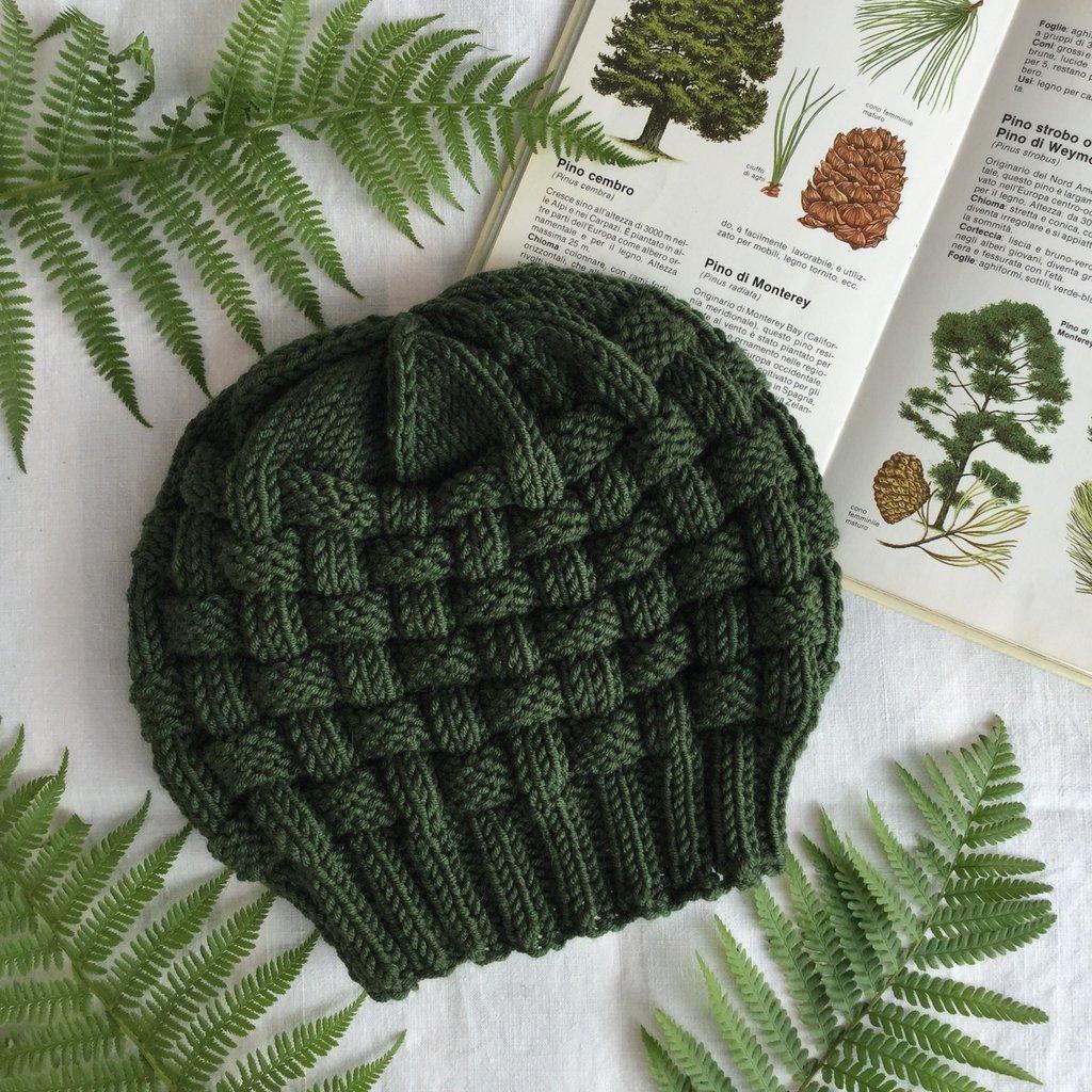 Berretto fatto a mano in pura lana merino verde marcio scuro, nome : Basket hat