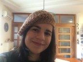 Basco in lana marrone all'uncinetto