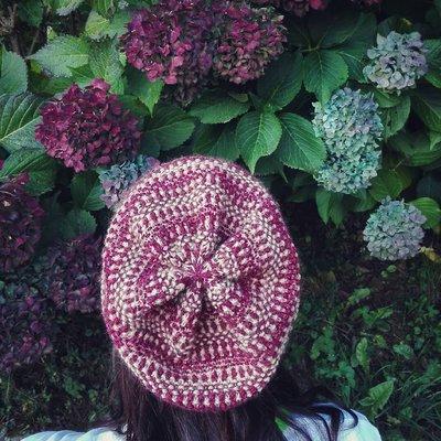 Berretto donna rosa antico, lavorato ai ferri, in lana, elegante e caldo da indossare. Nome : Dotty hat
