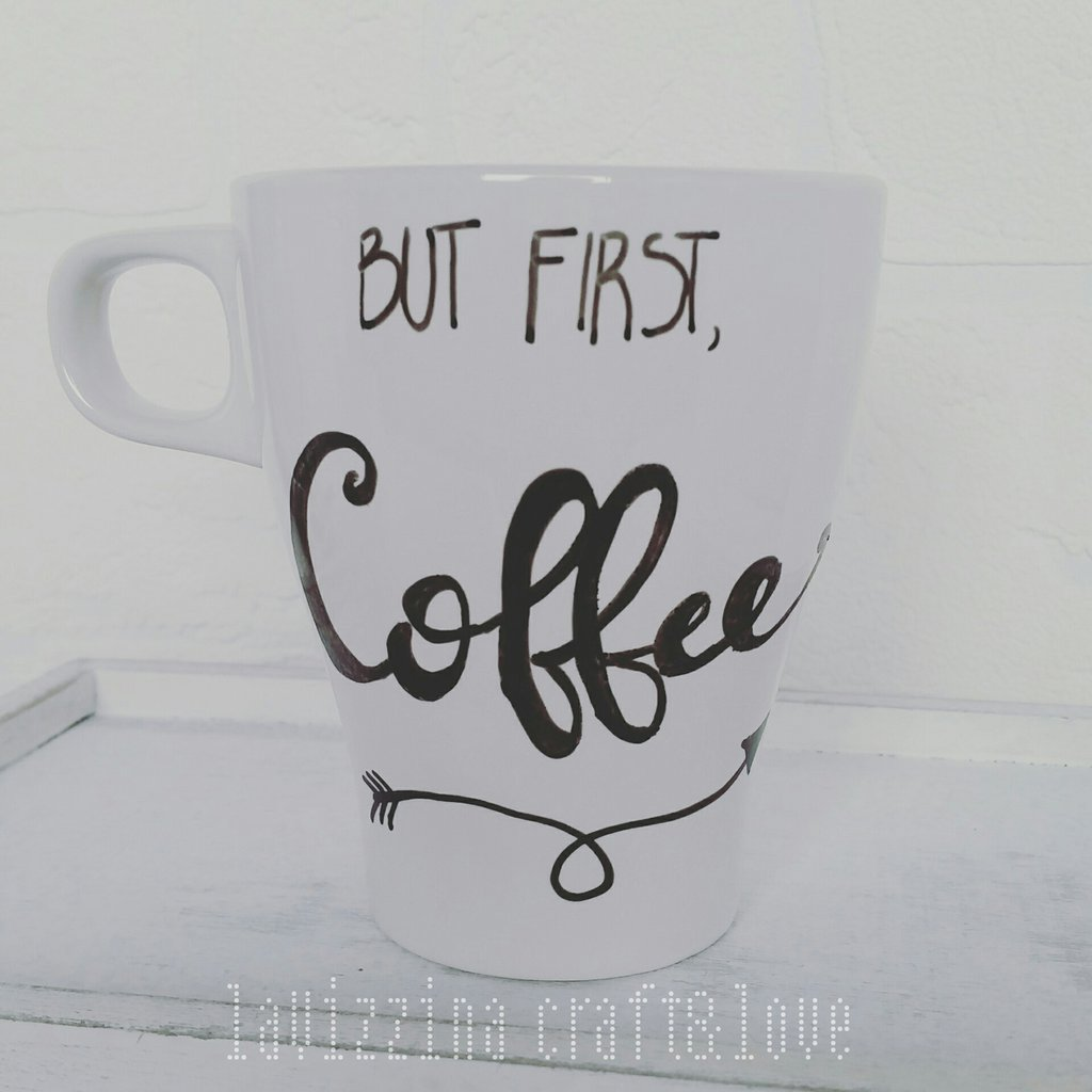 "Tazza dipinta a mano ""But First Coffee"""