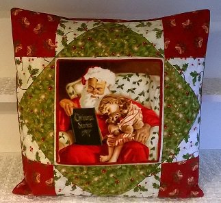 Cuscino Babbo Natale con bambina in patchwork fatto a mano