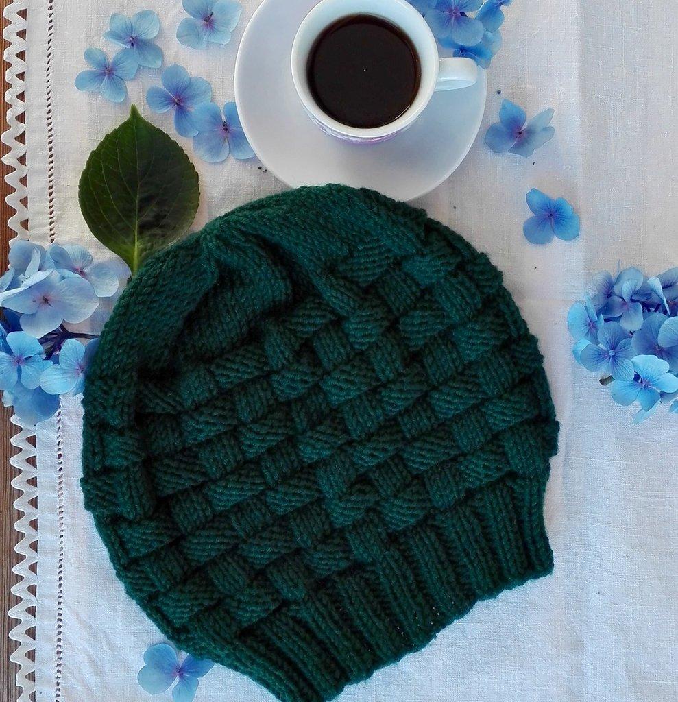 Berretto fatto a mano in pura lana merino verde petrolio, nome : Basket hat