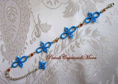 Bracciale azzurro al chiacchierino, cristalli e strass color ambra