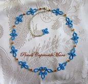 Collana azzurra al chiacchierino, cristalli e strass color ambra