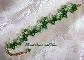 Bracciale al chiacchierino con cristalli verdi e perline dorate