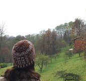 Berretto unisex  stile jacquard fatto a mano in pura lana, bicolor bianco-marrone.  Nome : Patchwork hat