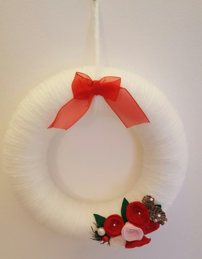 ghirlanda porta lana bianca