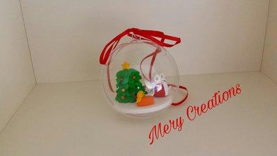Sfera natalizia decorativa con albero di natale