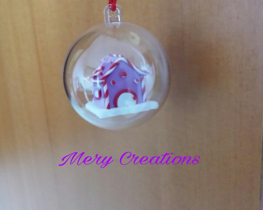 Sfera natalizia decorativa, casetta in fimo
