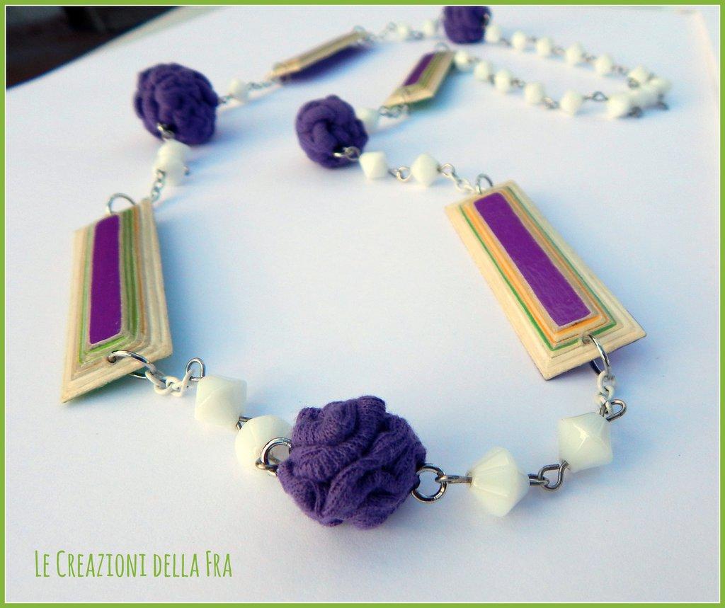 Collana lunga con rettangoli IN CARTONCINO RICICLATO e palline in MAGLINA - bianco ,viola, verde e giallo