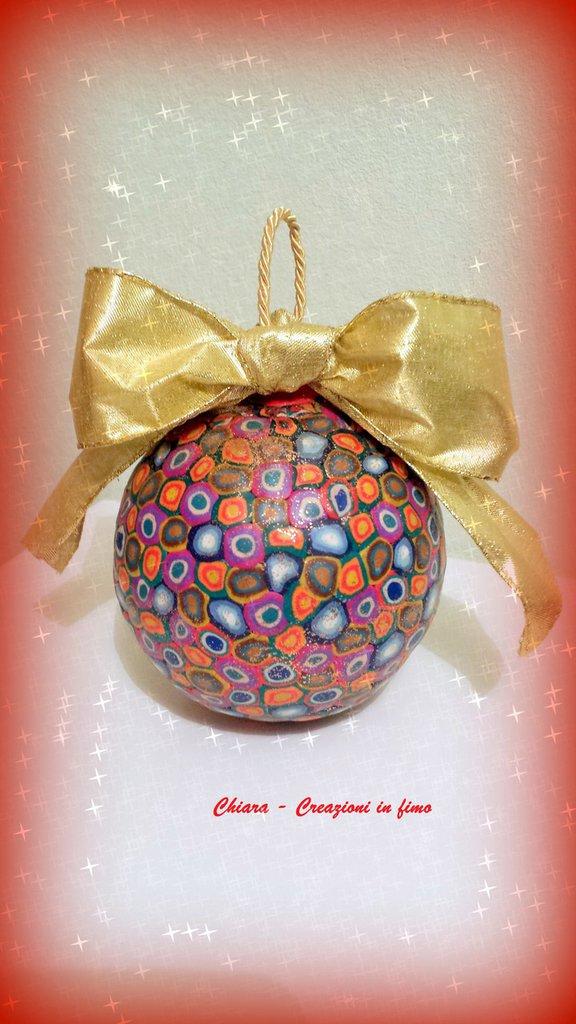 Idea regalo Natale Pallina di Natale realizzata con murrine in fimo