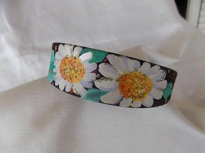 Cerchietto per capelli in raso nero, decorato a mano con motivi floreali (margherite)