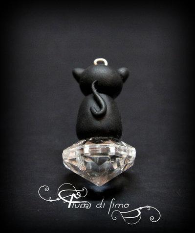 ciondolo fimo|ciondolo gatto nero| gatto nero fimo| pendente fimo| collana fimo| collana gatto nero| gatto fimo| black cat pendant| black cat polymerclay| ciondolo cristallo|