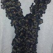 Sciarpa handmade filato volant nera con lamè oro regalo Natale