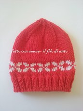 Cappello in lana merinos rossa con disegni bianchi