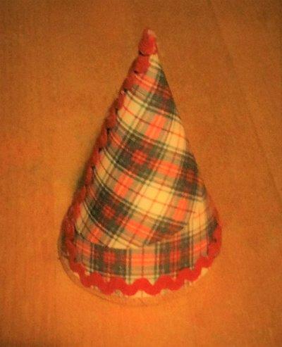 accessorio decorazione albero di natale cartoncino fantasia scozzese decorato con nastro zig zag rosso