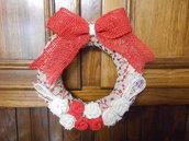 Ghirlanda di Natale d'appendere  con fiocco rosso e fiori bianco e rosso, idea regalo.