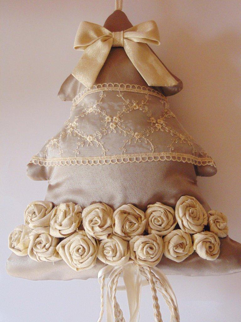 Alberello in tessuto con roselline d'oro
