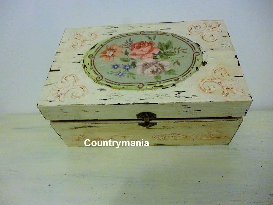 scatola shabby con decorazione floreale