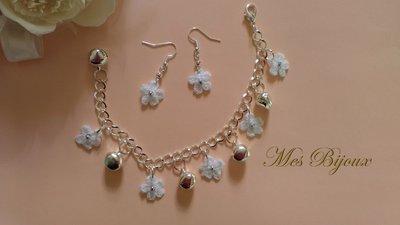 Bracciale e orecchini pizzo moda uncinetto idea regalo con fiorellini e campanellini