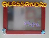 Cornice rossa portafoto 13x18 cm da tavolo o da appendere alla parete con nome giallo, biberon e ciuccio azzurro per bimbo - orientamento orizzontale - personalizzabile con nome e dettagli bimbo o bimba
