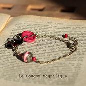 Bracciale in bronzo anticato con bottoni vintage rossi e perla decorata in vetro bianco e rosso