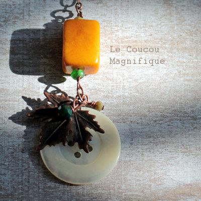 Collana in rame con pendente in avorio vegetale e bottone vintage in madreperla