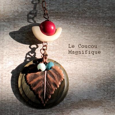 Collana in rame con pendente in avorio vegetale e bottone vintage
