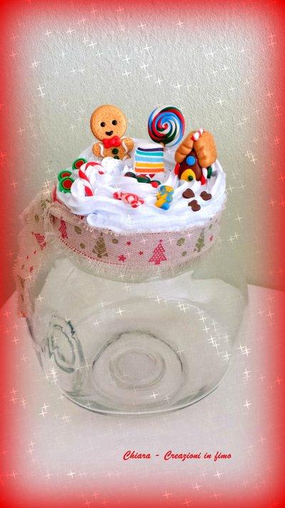 Idea regalo Natale Barattolo in fimo natalizio handmade con pan di zenzero e dolcetti